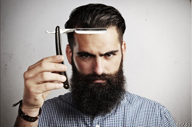 Бородатый мужчина и опасная бритва