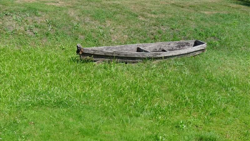 Старая деревянная лодка