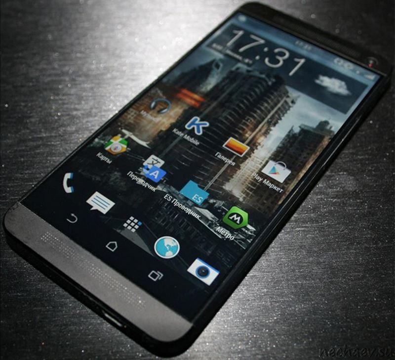 HTC One M9 на столе